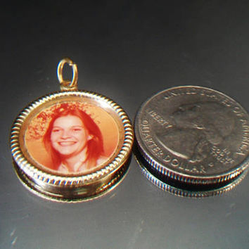 Vintage Photo Frame Pendant Retro Picture Charm Gold Tone Jewelry Accessories