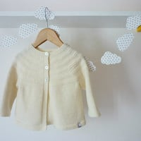 Hand knitted baby cardigan / baby sweater / knitted baby clothes / baby cardigan