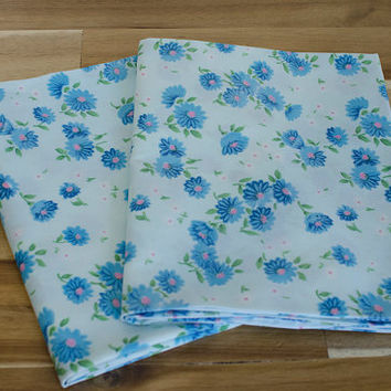 1960s 70s Vintage Retro Pair of Blue Daisy Floral Pillow Cases