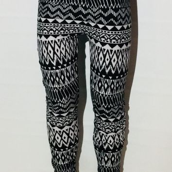Girl's Aztec Leggings Chevron Black and White: S/L