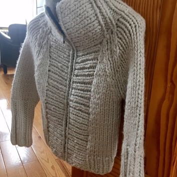 Gucci womens sweater. hand knit, off white, vintage,medium