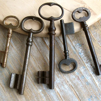 Vintage Ornated Keys - Genuine Old Keys - 5 Iron Skeleton Keys (T-50)