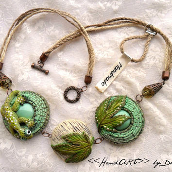 Green necklace with gekko - Handmade - Jewelry - Best gift - Turquoise