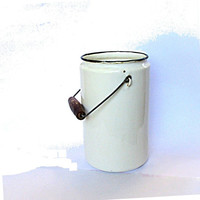 Vintage enamelware milk can. White enamelware. Soviet intage. Farmhouse chic milk can. Milk pail. Rusty.
