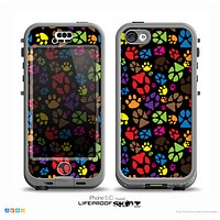 The Colorful Scattered Paw Prints Over Black Skin for the iPhone 5c nüüd LifeProof Case