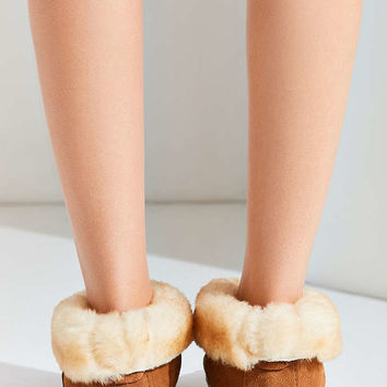 Minnetonka Sheepskin Ankle Boot - Urban Outfitters