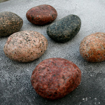 PACK of 6 Beach Stone Hooks with Metal Posts. Wall - wood plate maunted