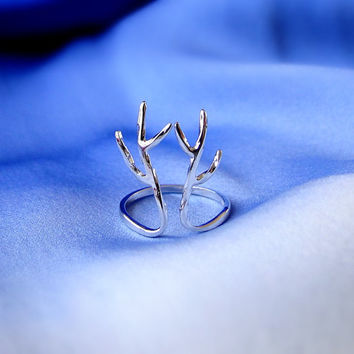 Silver antler ring, adjustable ring, antler ring, pure silver jewelry, nature ring, romantic jewelry, valentines ring, modern ring