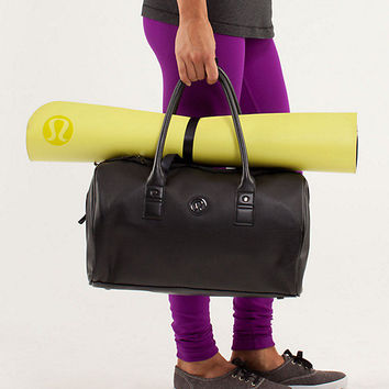 daily om duffel | women's bags | lululemon athletica