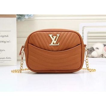 """LV"" Louis Vuitton fashion wave pattern chain slung shoulder bag small square bag Brown"