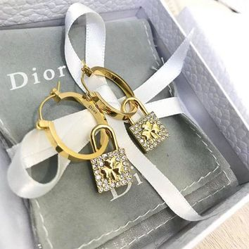DIOR sells casual earrings with fashionable shamrock and diamond earrings