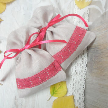 10 Linen Bags. Favor bags. Lace bags, Pale lilac linen bags, red ribbon. Gift bags
