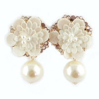 ROMWE Flower Embellishment Beaded Pendant Earrings