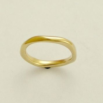 Yellow gold simple unisex wedding band  Ensemble by artisanlook