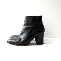 vintage black leather chelsea boots. leather ankle boots. high heel boots. womens boots.
