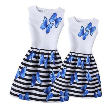 ESBONJ 13 Colorful Butterfly Mother and Daughter Dresses 2017 Girls Printed Dress Family Matching Clothing Mom Girl Clothes Mae e Filha