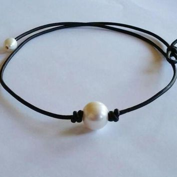ONETOW Pearl and Genuine Leather Necklace Black Choker +Gift Box Day-First?
