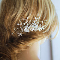 Pearl/ Rhinestone hair comb. Bridal headpiece. Wedding hair accessories.