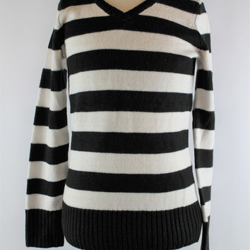Girls The Children's Place Black and White Striped Sweater, size Large, 10/12