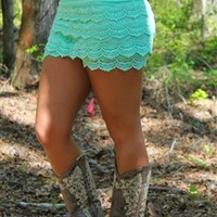 Junior Plus Size Gum Drop Lace Shorts in mint