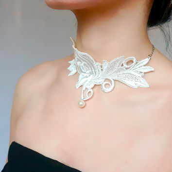 white floral lace choker / pearl beaded  charmed // gothic vintage Victorian art deco // wedding bridal necklace