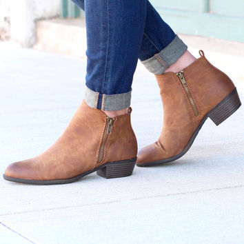 Madden Girl: Boleroo Zipper Bootie {Tan}