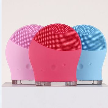 Waterproof Electric Facial Cleaning Brush Soft Silicone Facial Beauty Instrument (Random Color)
