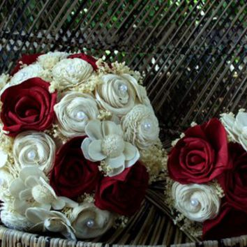 Deep red sola bridal bouquet | Rustic bridal bouquet | red sola bouquet | Rustic wedding | red rose bouquet | alternative bouquet |