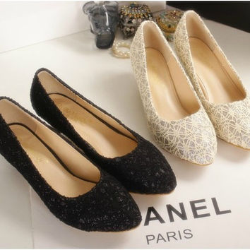 Womens Beautiful Lace Low Heels