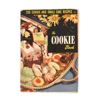 Vintage 1952 Cookbook Culinary Arts Institute 250 Cookie And Small Cake Recipes, Mid Century The Cookie Book Cookbook Number 17