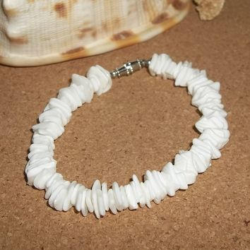 "Vintage White Rose Clam Chips Puka Shell 8"" Bracelet w/ Barrel Clasp"