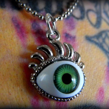 Eyeball Necklace Green with Eyelashes