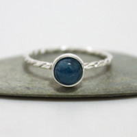 6mm Kyanite Cabochon Twist Ring/ Simple Blue Gemstone Ring/ Dainty Blue Gemstone Ring/ Cute Ring/ Simple Ring