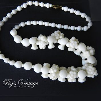 Lovely White Milk Glass Flower Bead Necklace /Single, Strand Necklace Choker Vintage/Antique Jewelry