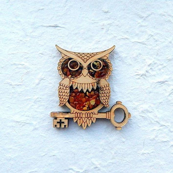 Owl magnet figurine with amber for refrigerator, owl decor, wooden owl ornament, handmade owl, owl totem, owl with key, bird animal magnet