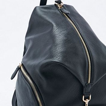 Deena & Ozzy Vertical Zip & Clip Bag in Black - Urban Outfitters