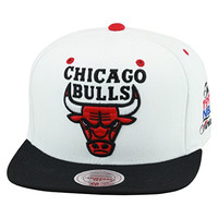 Mitchell & Ness Chicago Bulls Snapback Hat White/Black/1991 NBA Finals Patch