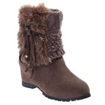 Sweet Women's Sweater Boots With Faux Fur and Solid Color Design