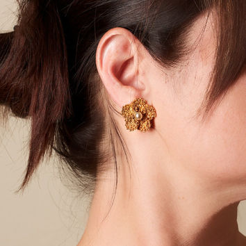 Vintage Gold Tone Flower and Faux Pearl Clip On Earrings