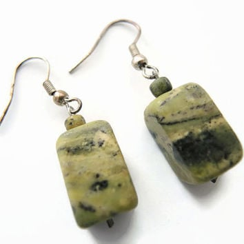 Green serpentijn earrings, handmade beaded dangle earrings of serpentine beads and 925 silver earhooks: FlorenceJewelshop