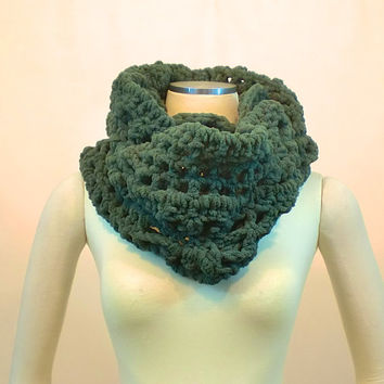 Super Chunky Infinity Scarf - Green Thick Circle Cowl - Blanket Yarn Neck Warmer - Loop Cowl