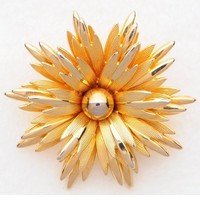 Gold tone daisy flower brooch by Capri | VintageAnelia - Jewelry on ArtFire