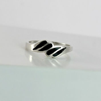 Black Onyx & Sterling Ring  Vintage Silver and Black Ring - Black Onyx Inlay Ring - Size 6.75 Ring - Sterling Wave Design Ring Size