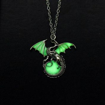 Game of Throne dragon Punk Luminous Dragon Pendants & Necklaces GLOW in the DARK dragon amulet Sweater Chain Gift ancient N2438