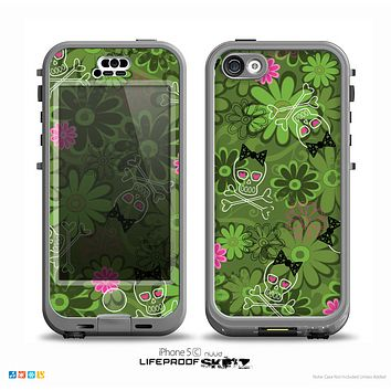 The Green Retro Floral and Skulls Skin for the iPhone 5c nüüd LifeProof Case