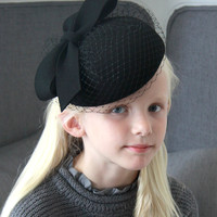 Giovannio Bow with Veil Pillbox in Black - 57640