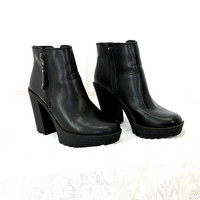 90s black chunky ankle boots / size 8.5 / Candies faux leather platform boots / grunge goth punk black 1990s boots / SunnyBohoVintage