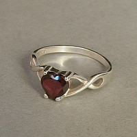 Vintage HEART Ring AMETHYST Gemstone STERLING Silver Entwined Band Size 6 c.1970's