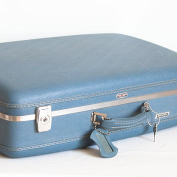 Vintage 1960s American Tourister Blue Suitcase WITH Key and Luggage Tag, Tri-Taper Hardcase Travel Case Home Decor