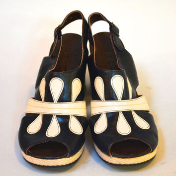 Vintage 70s Platform Peep toe Shoes - Navy and Off-white Leather Color Block Heels Size 9 39 Women's Sandals